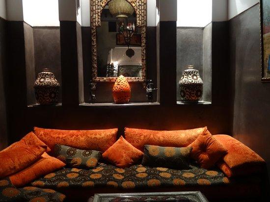 Riad La Porte Rouge : salon