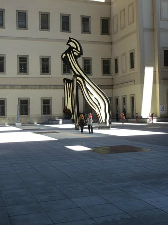 Museo Nacional Centro de Arte Reina Sofía: Display in the rear courtyard
