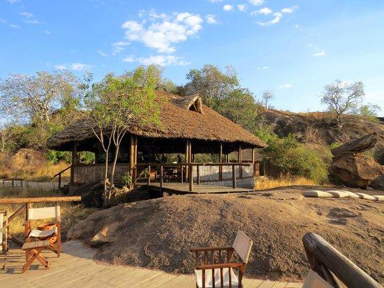 Maweninga Camp: Terrasse centrale