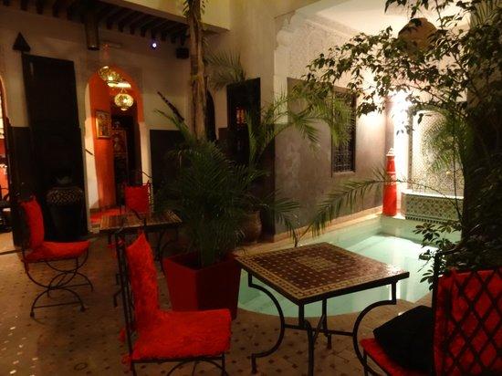 Riad La Porte Rouge : salle à manger