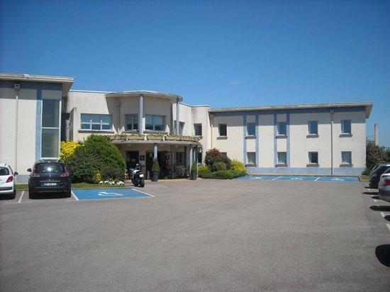 Armony Hotel : parking- hôtel
