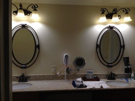 Grand Canyon Railway Hotel: Deluxe Bathroom in the Rail Baron Suite