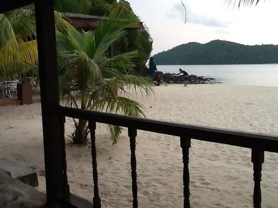 The Lanai Langkawi Beach Resort: restaurant on the beach watching the sunset