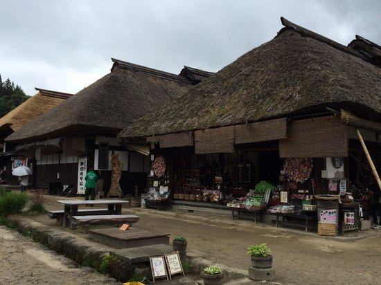 Ouchijuku: 藁葺屋根の街並み