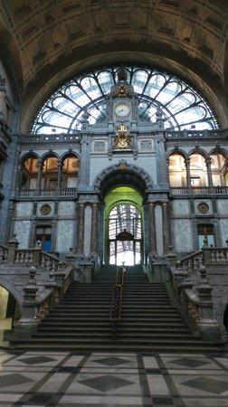 Central Station: Вокзал Антверпен-Центральный
