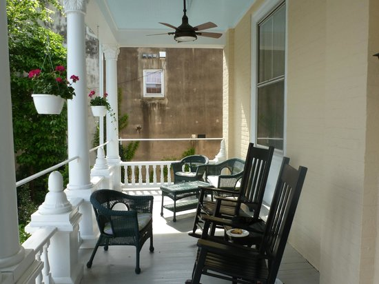 200 South Street Inn : Front Porch