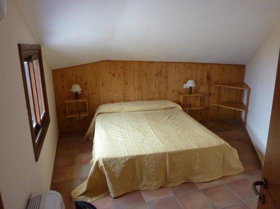 L'Arcobaleno Resort: Gemütliches Zimmer (20) unterm Dach mit Aussicht auf Meer und Stromboli