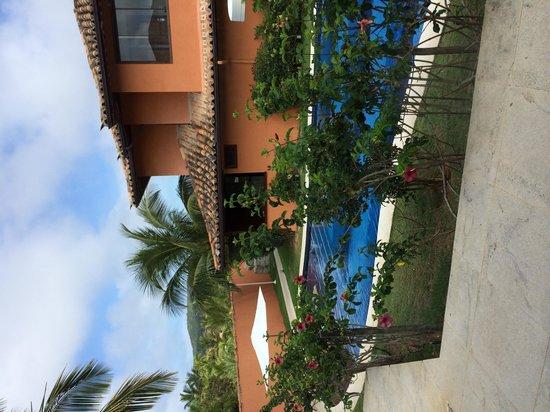 Ferradura Resort: Piscina entre os Apartamentos