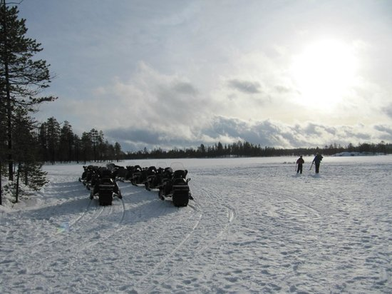Lapland Safaris - Rovaniemi: Pêche blanche et motoneige