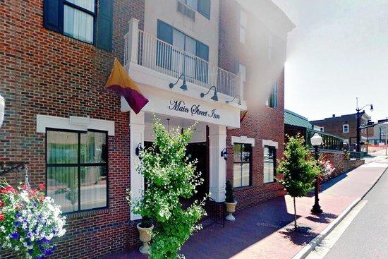 Main Street Inn : Street view of front