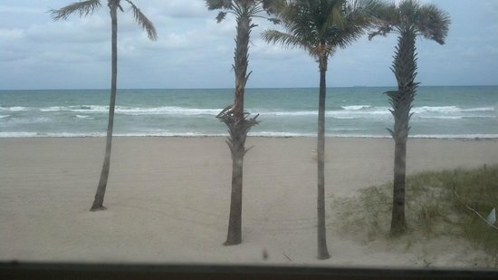 Paradise Oceanfront Hotel: The view from Room 12