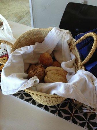Finca Naranja : breakfast bread basket