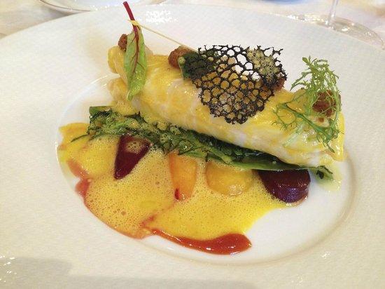 Le Cinq : John Dory, glazed carrot tops with bergamot peels, seaweed and ginger
