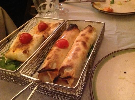 Acqua e Farina : variety of small pizzas calzone