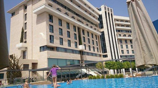 Nelva Hotel: Vistas dsd la piscina