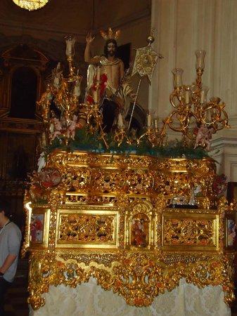 Cathedral and Royal Chapel : Uno de los altares de la virgen.