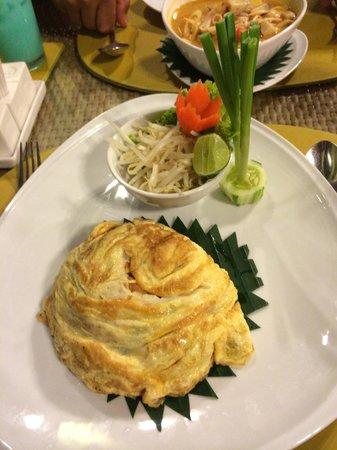 Deevana Patong Resort & Spa : padthai @ the balcony