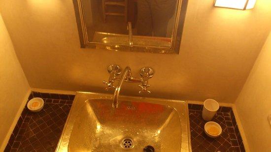 Riad Dar Nimbus : lavabo