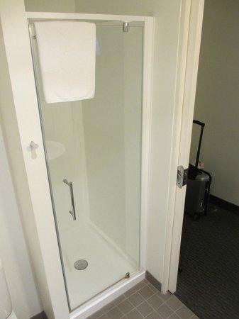 Hotel Ibis Melbourne Glen Waverley: Bad