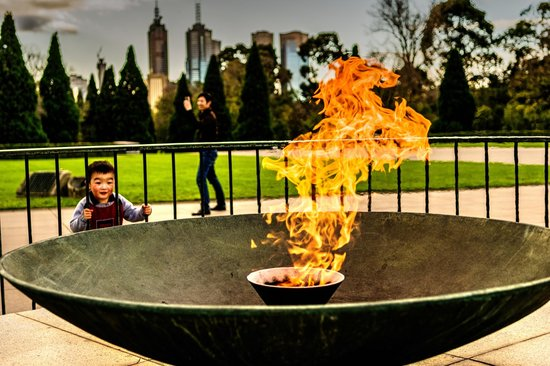 Shrine of Remembrance: Fire down below