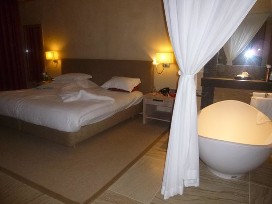 Pestana Colombos All Inclusive: Comfy bed huge room
