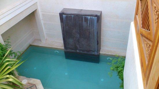 Riad Dar Nimbus: le plus grand bassin avec fontaine