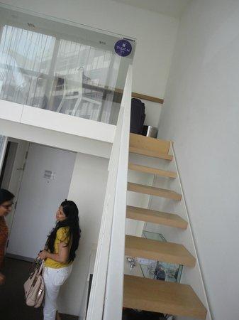 Studio M Hotel: Stairs