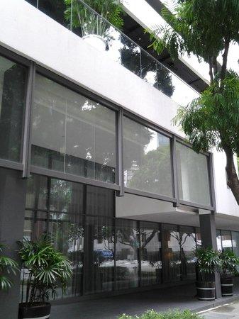 Studio M Hotel: Exteriors
