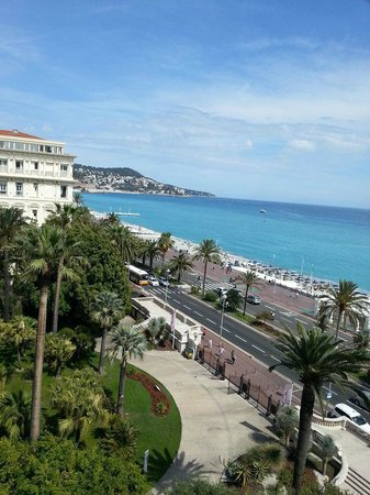 Hotel Negresco: View from side sea and garden view towards Nice centre