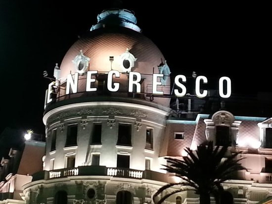 Hotel Negresco : Iconic hotel view from  the Promenade des Anglais