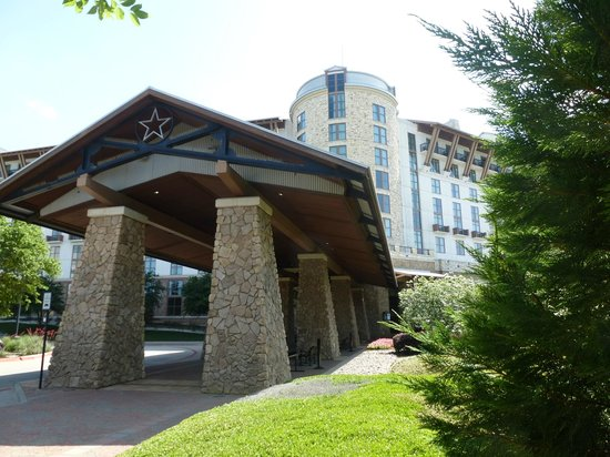 Gaylord Texan Resort & Convention Center: Hotel exterior