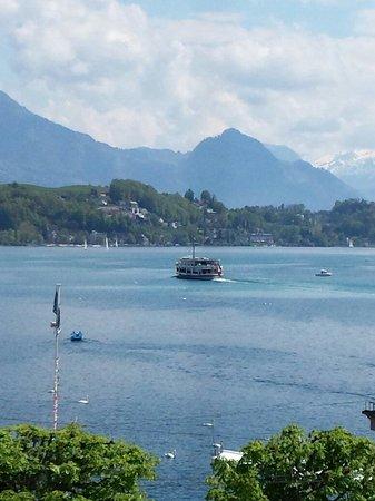 Lake Luzern: Vista desde una ventana al Vierwaldstatersee