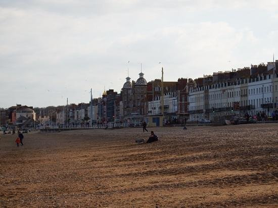Bay Royal Weymouth Hotel : the Royal stands out