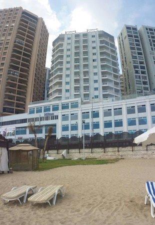 Hilton Alexandria Corniche : View from the hotel's beach