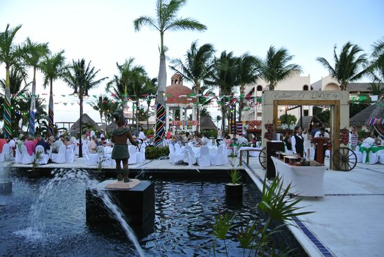 Excellence Riviera Cancun: Special dinner by Agave on the patio