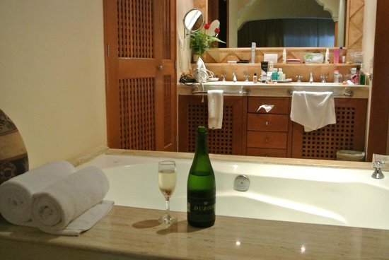 Excellence Riviera Cancun: Complimentary champagne
