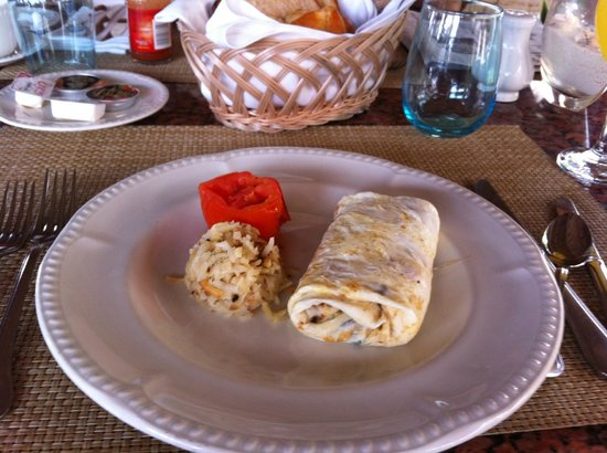 Excellence Riviera Cancun: Delicious breakfast omlet at the Lobster House