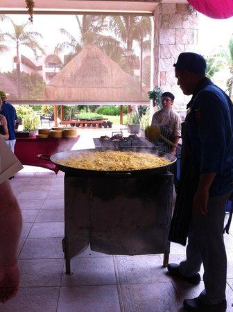 Excellence Riviera Cancun: Paella