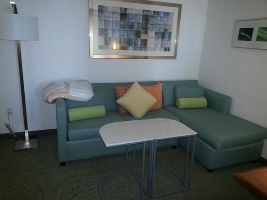 SpringHill Suites Houston Baytown: Nice and roomy sitting area, you don't feel squeezed in.