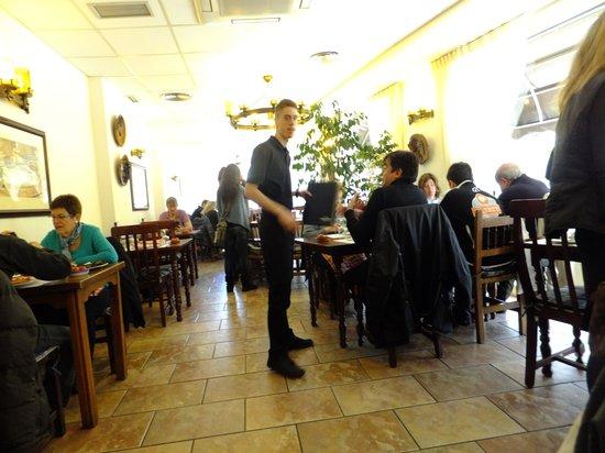 Braseria La Bolera: 暖かい店内