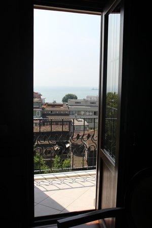 Ferman Hotel: Tiny Balcony
