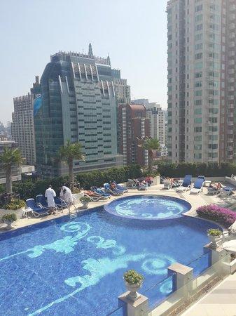 The Berkeley Hotel Pratunam: Pool area