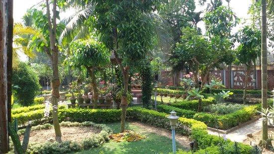 Rater Tara Diner Rabi Resort: garden