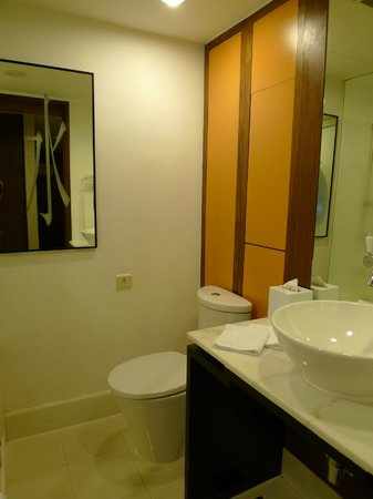 Orchard Hotel Singapore : bathroom