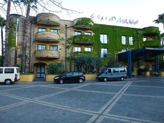 Hotel Caesar Palace: Fachada de entrada al hotel