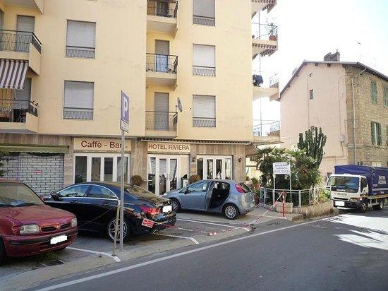 Riviera Hotel: il parcheggio