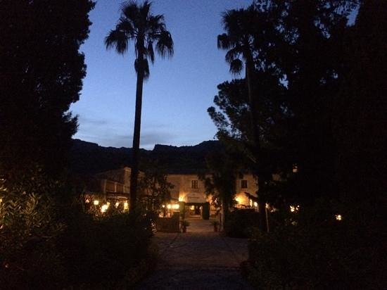 L'Hermitage: evening at hotel