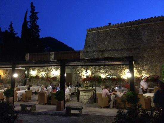 L'Hermitage: outside dining