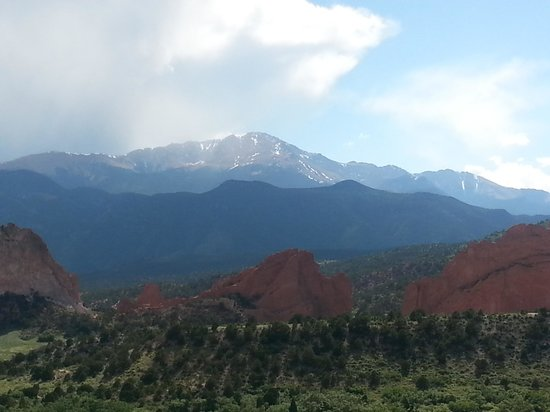 Garden of the Gods Club and Resort: breathtaking view from our room balcony.