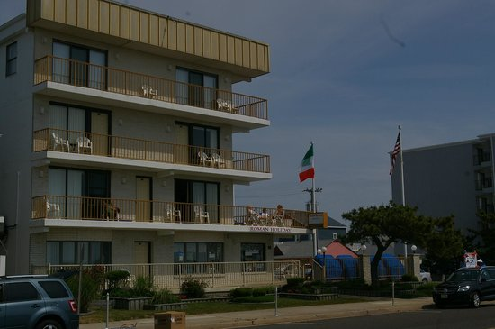 Roman Holiday Motel: a view of the rooms